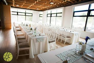 Nancy & Wes' wedding at Wash Park Studios. Florals by Bella Calla. Photography by L Elizabeth Events. white vintage chairs. exposed brick