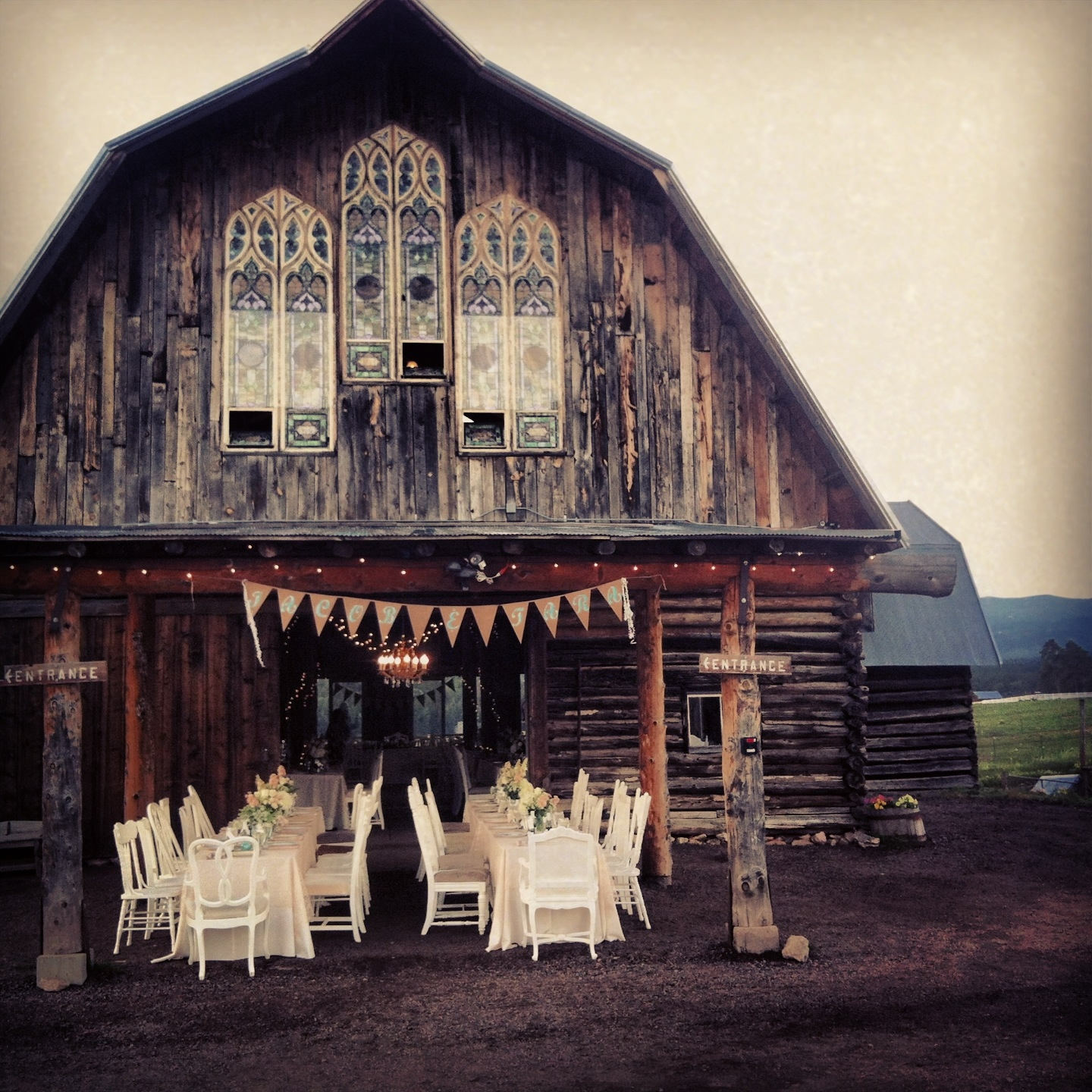 Evergreen colorado wedding venues barn mini bridal for Best colorado wedding venues